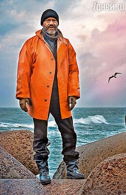 Федор Бондарчук в непривычном для актера образе человека, потерявшего все, спивающегося рыбака