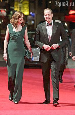 Принц Уильям появился на красной дорожке без своей супруги