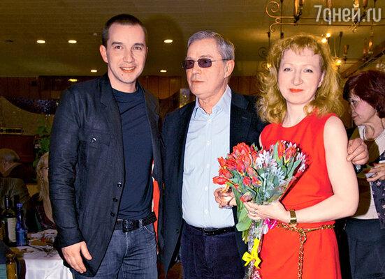 Лев Прыгунов с сыном Романом и женой Ольгой