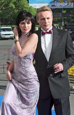 Сергей Жигунов со своей партнершей по сериалу «Моя прекрасная няня» Анастасией Заворотнюк