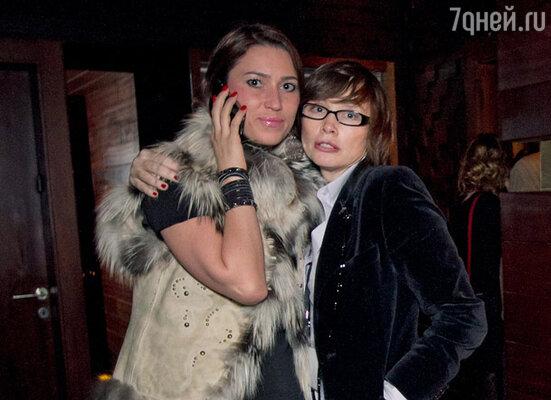 Джина Гинзбург с подругой