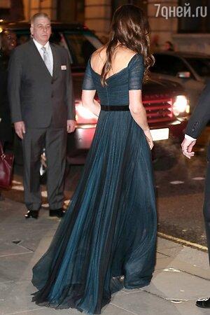 Кейт Миддлтон в платье от Jenny Packham на гала-ужине в Национальной портретной галерее в Лондоне