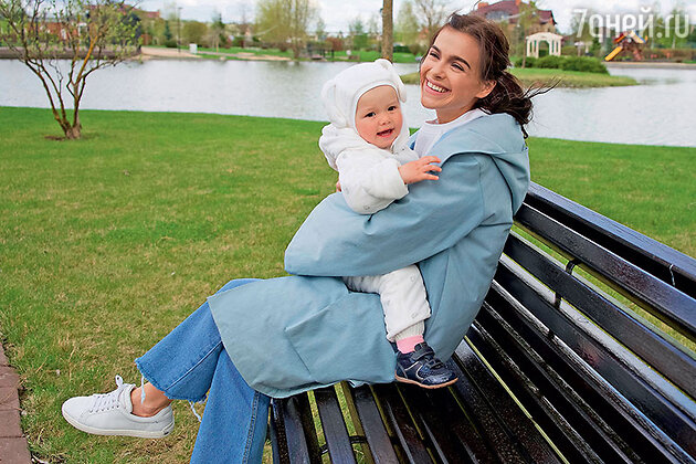 Елена Темникова с дочерью Сашей