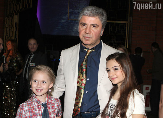 СосоПавлиашвили с участницами концерта