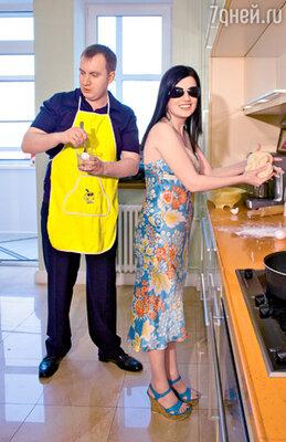 Пока Диана Гурцкая и ее муж Петр готовили кулич...
