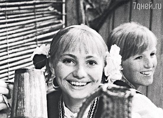 Миша признался, что его покорили моя беззащитность и хрупкость: такая маленькая девочка в городе, полном соблазнов