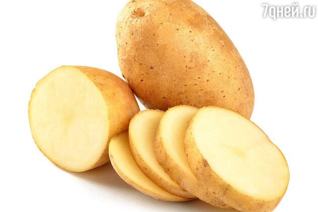«Для того, чтобы уменьшить отечность, нарежьте охлажденную картофелину кругами, замочите их в воде на минуту, а затем положите на веки и оставьте на 15 минут. Работает превосходно!»