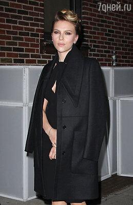 Голливудская актриса Скарлетт Йоханссон предстала перед зрителями в новом образе — в Нью-Йорке состоялась премьера спектакля «Кошка на раскаленной крыше»