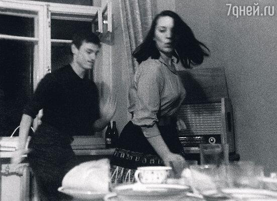 «В ревности Шукшин был страшен. Единственное, чегоя добилась,— онперестал меня бить. После того, какя заехала ему сковородкой побашке»