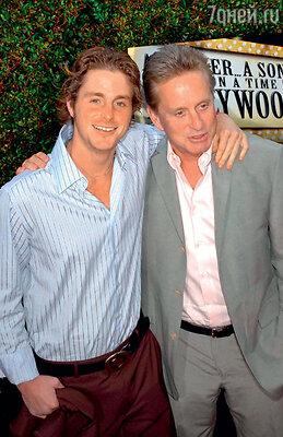 Со старшим сыном Кэмероном. 2005 г.
