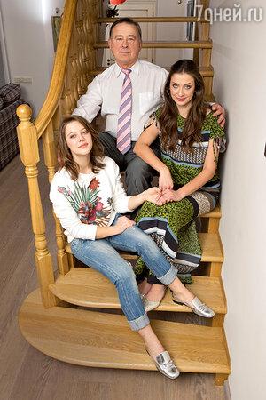 Мария Ситтель с отцом и дочерью
