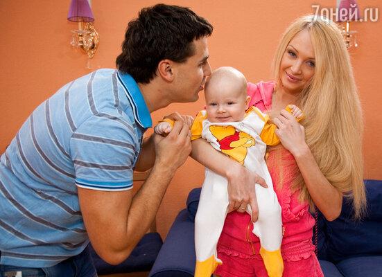 Даша и Сергей Пынзарь с сыном Артемом