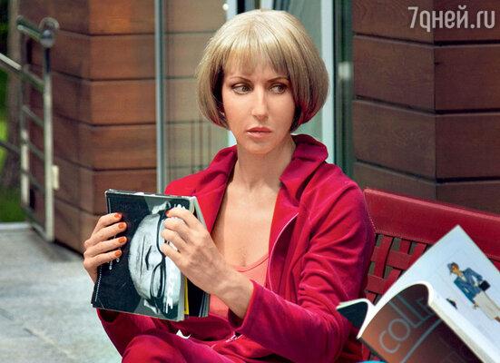 С помощью парика Смехова стала эффектной блондинкой