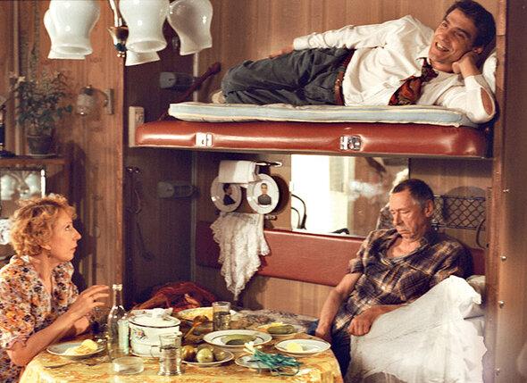 Инна Чурикова, Валерий Гаркалин и Олег Ефремов в фильме «Ширли-мырли». 1995 г.