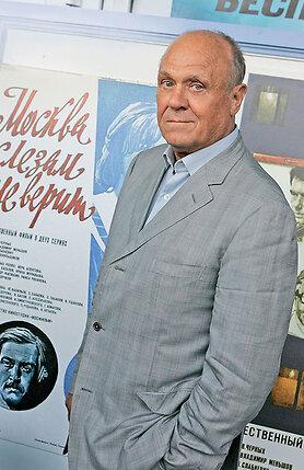 «Когда-то чуть ли не каждый второй режиссер говорил мне: «Москваслезам не верит» — это позор «Мосфильма»!» Но я не понимал, в чем виноват. Тема покорения Москвы была мне близка — я ведь сам прошел через это...» (Владимир Меньшов, 2009 г.)