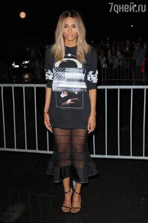 Сиара в свитере от Givenchy на показе Givenchy