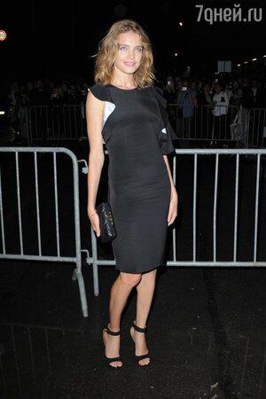 Наталья Водянова в платье от Givenchy на показе Givenchy