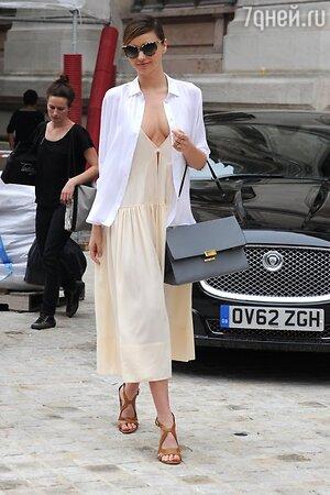 Миранда Керр в платье от Stella McCartney на показе Stella McCartney