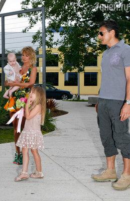 Певица ГлюкоZ'а с мужем Александром Чистяковым и детьми