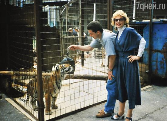 Когда сыну было одиннадцать лет, мы с ним снялись в фильме «Циркачонок», где Мстислав работал с тигром. Потом он серьезно занялся дрессурой