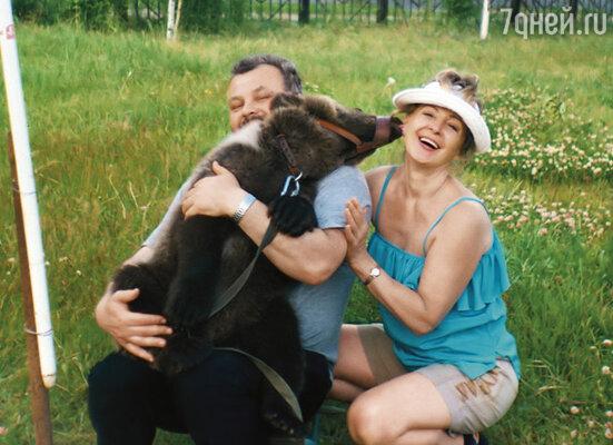 Мы с Васей сделали номер «Шутки-мишутки» с медведицей Машей, которую подобрали на пилораме под Сочи