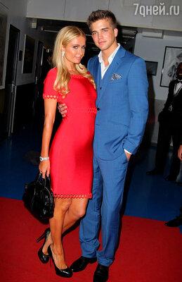 Пэрис Хилтон и Ривер Виипери на одной из вечеринок Каннского кинофестиваля-2013