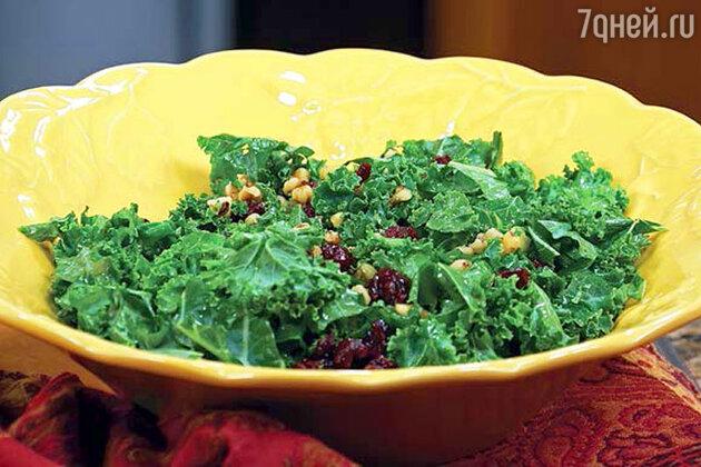 Салат с травами и бальзамической заправкой