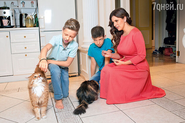 Анастасия Денисова с сыном Юрой и братом Андреем.