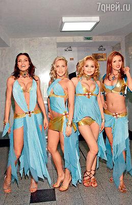 Группа «Блестящие»: Надежда Ручка, Юлия Ковальчук, Ксения Новикова, Анна Семенович. 2006 год