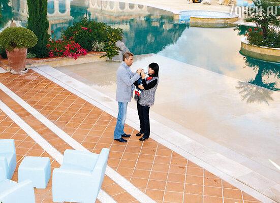 Семья Астаховых снимает резиденцию в одном из гостиничных комплексов на Лазурном Берегу