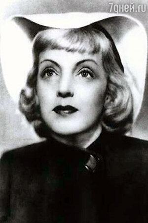 Марина Ладынина, 1940-е.