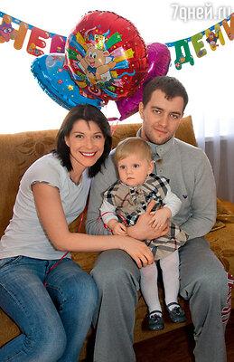 Екатерина Волкова с мужем Андреем идочкой Лизой