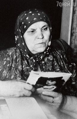 «Отношения Шукшина с матерью трудно было передать словами. Между ними существовала невероятно прочная связь, сколько он ей писем написал, с какими ласковыми словами...» 1970?е гг.
