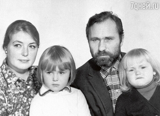 «Лидия Федосеева-Шукшина не была в восторге от приездов многочисленной деревенской родни. Квартирка у них была тесная, лишнего человека и положить негде...»