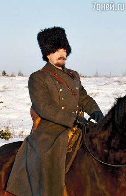 Одна из самых ярких ролей Сергея Безрукова в 2008 году — генерал Каппель в фильме «Адмиралъ»