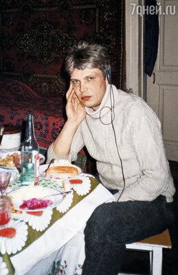 Раньше меня от алкоголя воротило, но наша советская армия любого научит пить «шипры». Ерофеев-младший, 1998 г.