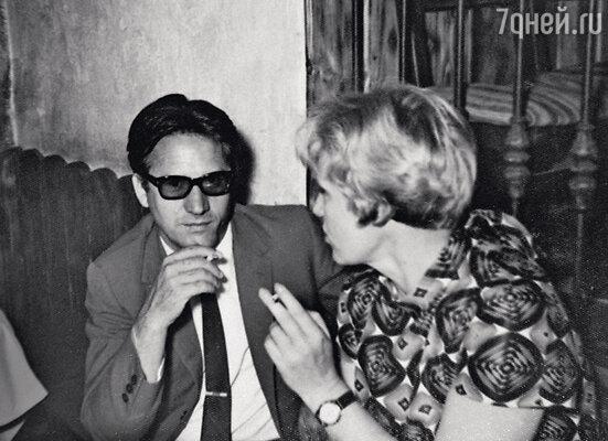 С третьим мужем, испанским инженером-строителем Антонио Гонзалесом. Москва, 1968 г.