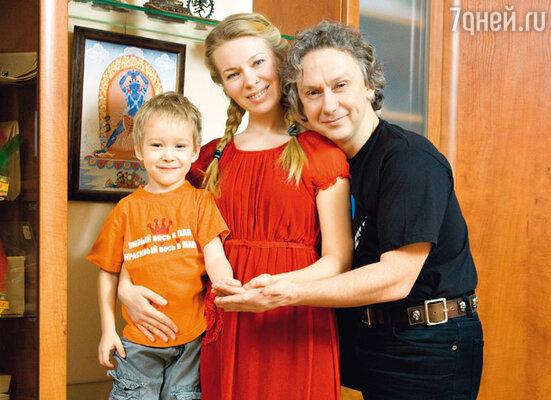 С женой Вероникой и сыном Вильямом