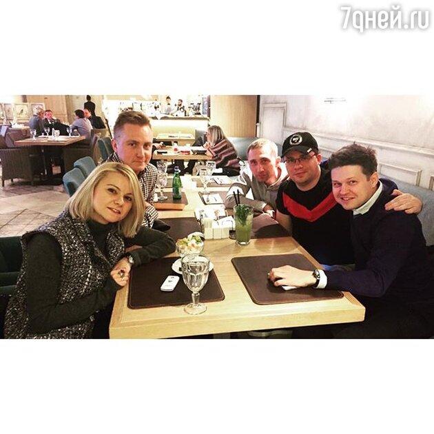 Гарик Харламов с друзьями по команде «Не золотая молодежь»