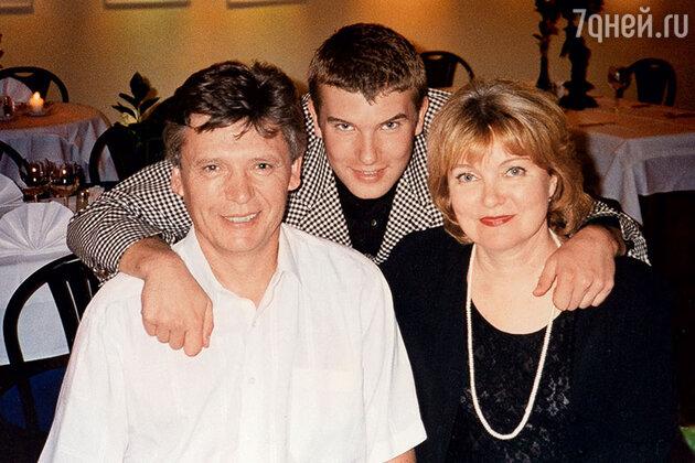 Борис Токарев и Людмила Гладунко с сыном Степаном