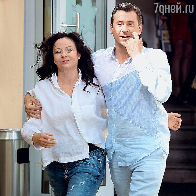 Евгения Добровольская с Евгением Миллером в сериале «Двойная сплошная». 2015 г.
