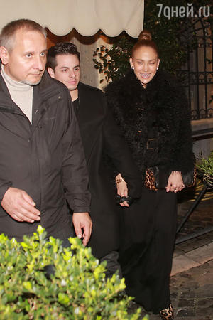 Дженнифер Лопес (Jennifer Lopez) и ее бойфренд Каспер Смарт (Casper Smart) опровергли слухи о своем расставании