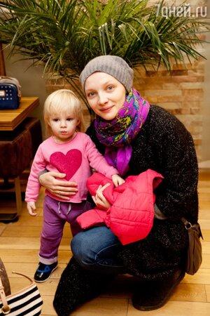Екатерина Вилкова с дочкой Павлой, Москва, ноябрь 2013