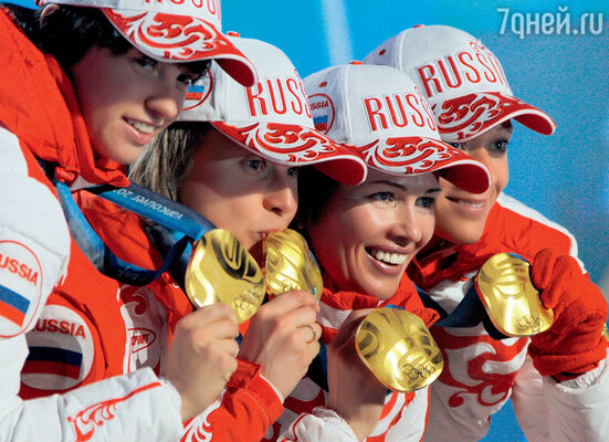 Олимпийские золотые медали на самом деле изготавливают из серебра. Но разве для спортсменов они от этого становятся менее желанны? Сборная России побиатлону наИграх в Ванкувере. 2010 г.