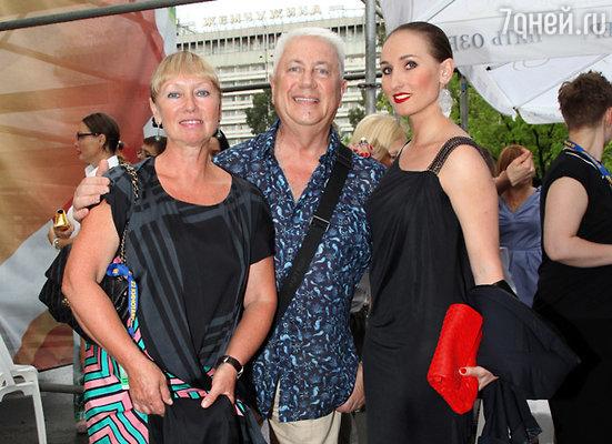 Владимир Винокур с супругой Тамарой и дочерью балериной Анастасией