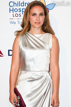 Натали Портман в платье от Christian Dior на благотворительном вечере Noche de Ninos