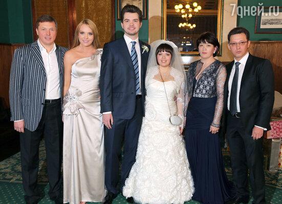 В минувшую субботу женился старший сын певицы Варвары