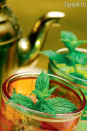 Чай с листочками мяты снимает стресс и успокаивает нервы