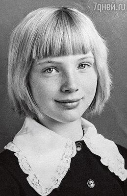 Отличница и активистка. Марина в 7-м классе. Город Шелехов Иркутской области. 1973 г.