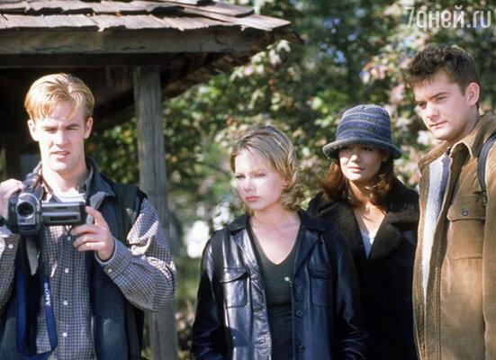 На съемках популярного сериала «Бухта Доусона» Джошуа влюбился сразу в двух девушек — Кейти Холмс  и Мишель Уильямс